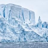 Ученые: Льды Антарктиды стремительно превращаются в реки и озера
