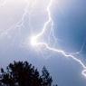 Молния попала в женщину на западе Москвы