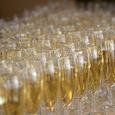 Как правильно открывать шампанское - стреляя в потолок или аккуратно?