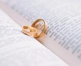 Власти разрешили россиянам жениться на дому и не ставить штамп в паспорт