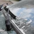 Белый порошок, осевший на машинах, озадачил жителей Омска