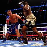 Бокс: Царь поскользнулся и упал, а Шпильку унесли