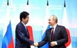 Путин предложил премьеру Японии до конца года заключить мирный договор