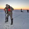 Около сотни рыбаков чуть не уплыли навсегда на отколовшейся льдине