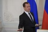 Медведев на лыжах пообщался с членами правительства в Сочи