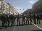 На первомайских шествиях в Петербурге начались задержания