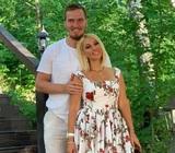 Лера Кудрявцева рассказала о «казусе в постели» из-за «летающего» во сне мужа
