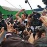 """""""Какие-то клоуны"""" бросили в Алексея Навального два торта и разбежались"""