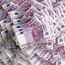 Банки в июле ввезли рекордный с 2014 года объём наличных евро
