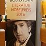 Рок-музыкант Дилан до сих пор не вышел на связь с Нобелевским комитетом