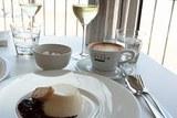 В одном испанском ресторане цена чашки кофе зависит от вежливости клиента
