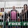 Активистов Greenpeace мучают отсутствием туалета и холодом