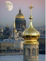Белые ночи и экономический форум взвинтили цены на гостиничные номера в Петербурге