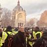 Ума Турман оказалась в эпицентре акций протеста в Париже