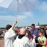 В аэропорту Праги приступил к работе священник