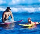Рэпер Тимати поставил двухлетнюю дочь на доску для сёрфинга