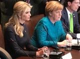 В соцсетях шутят над взглядом, брошенным Меркель на Иванку Трамп