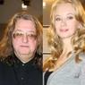 В Сети обсуждают пляжные фотографии Александра Градского и его молодой супруги