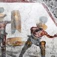 В Помпеях обнаружили необычную фреску с изображением гладиаторов