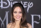 Страшно похожа: зомби-двойник Анджелины Джоли попала в тюрьму и попросила у актрисы защиты