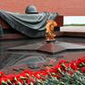 Несмотря на дождь, Путин с непокрытой головой почтил память погибших в ВОВ