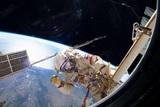 Место утечки воздуха с МКС изолировано временными средствами, но время истекает