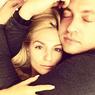 Саша Савельева проиллюстрировала пикантным снимком свой счастливый брак