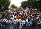 Протест в Ереване поддержали депутаты и деятели культуры