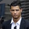 Фанаты Роналду закидали дом главы УЕФА Платини мячами