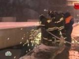 Водитель упавшего в Яузу автомобиля погиб