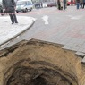 Под Оренбургом грузовик провалился под землю на 6 метров