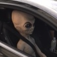 Полиция остановила машину с пришельцем
