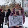 Тысячи жителей Петербурга пришли на Марсово поле вспомнить Бориса Немцова