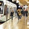 На синей ветке московского метро пассажир упал на рельсы и погиб