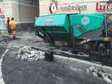 Строители объяснили укладку асфальта поверх плитки в центре Москвы