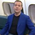 Медведев поздравил российских женщин с борта Ил-96