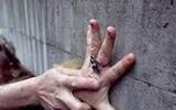 Сантехник едва не изнасиловал москвичку, но помешали жильцы дома