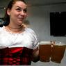 В Амстердаме за уборку улиц алкоголикам платят пивом