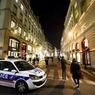 Полицейский открыл стрельбу по людям в пригороде Парижа