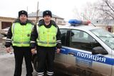 Челябинские полицейские сумели поймать ребенка, который выпал из окна квартиры