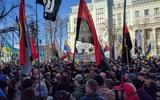 Митингующие установили палатку у администрации Порошенко