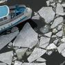 """Экипаж застрявшего во льдах у Сахалина """"Диомида"""" эвакуировали"""