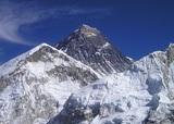 Покорение Эвереста откладывается - россиян попросили покинуть Непал
