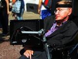 Стивен Хокинг планирует полететь в космос