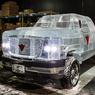 Ледяной джип промчал по улицам канадского города (ВИДЕО)