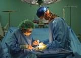 Фото хирургов, лежавших на полу, шокирует людей во всем мире (ФОТО)