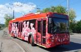 В ЗАГС на розовом троллейбусе