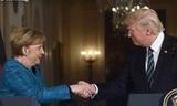 Белый дом объяснил, почему Трамп не пожал руку Меркель