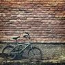 В Петербурге у АЗС бизнесмен несколько дней просидел мертвым на велосипеде