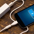 Специалист назвал главную ошибку при зарядке смартфона
